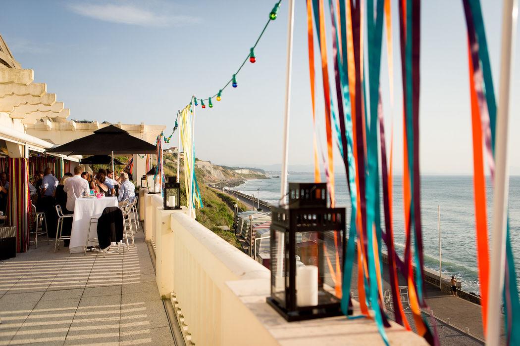 Cocktail de mariage de Cristina & Gavin au Thermes de Biarritz, décoration A Fleur et à Mesure Crédit Studio PLP