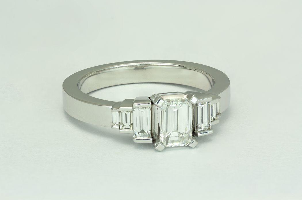 Colección Astrid. Para la mujer que le gusta seguir las últimas tendencias de la moda, diseños asimétricos y diamantes con puntas.