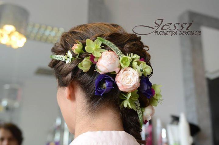kwiatowe upięcie - fryzura Katarzyna  #wiosnaKarlińska, kwiaty ja :)
