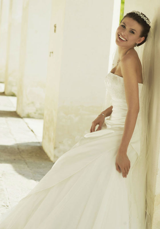 Beispiel: Hochzeitsmode, Foto: Tessa & Thomi.