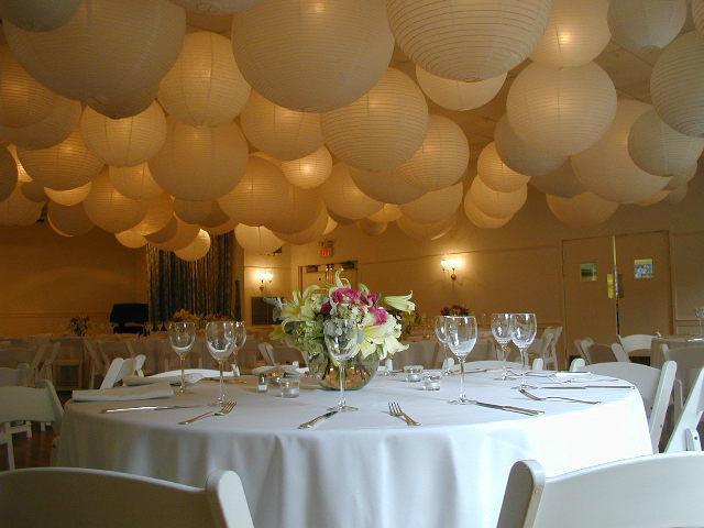 www.lampion-lampionnen.nl voor al uw verlichte witte lampionnen