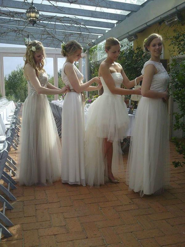 Beispiel: Fest- und Hochzeitskleider, Foto: ZOE-Modedesign.