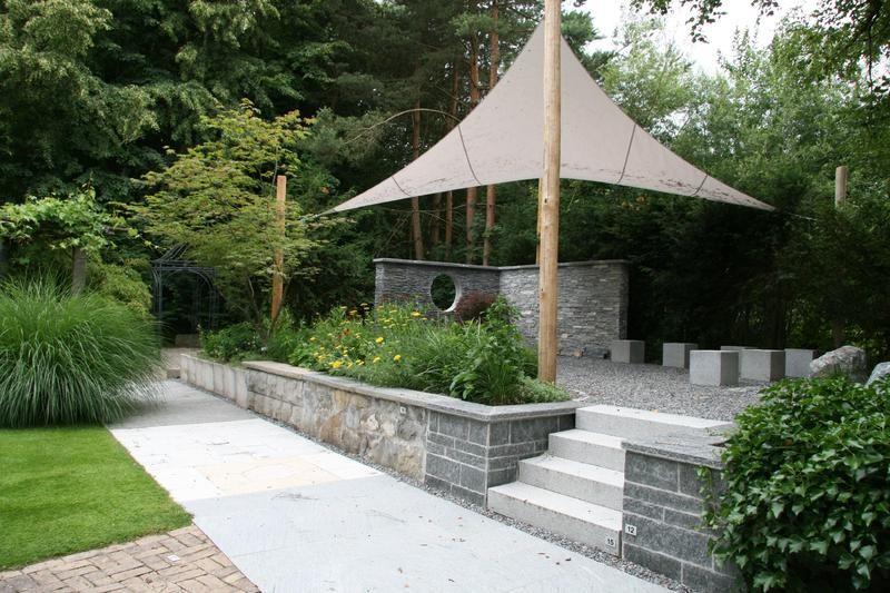 Beispiel: Sitzplatz unter Segel, Foto: Traumgarten Thalwil.