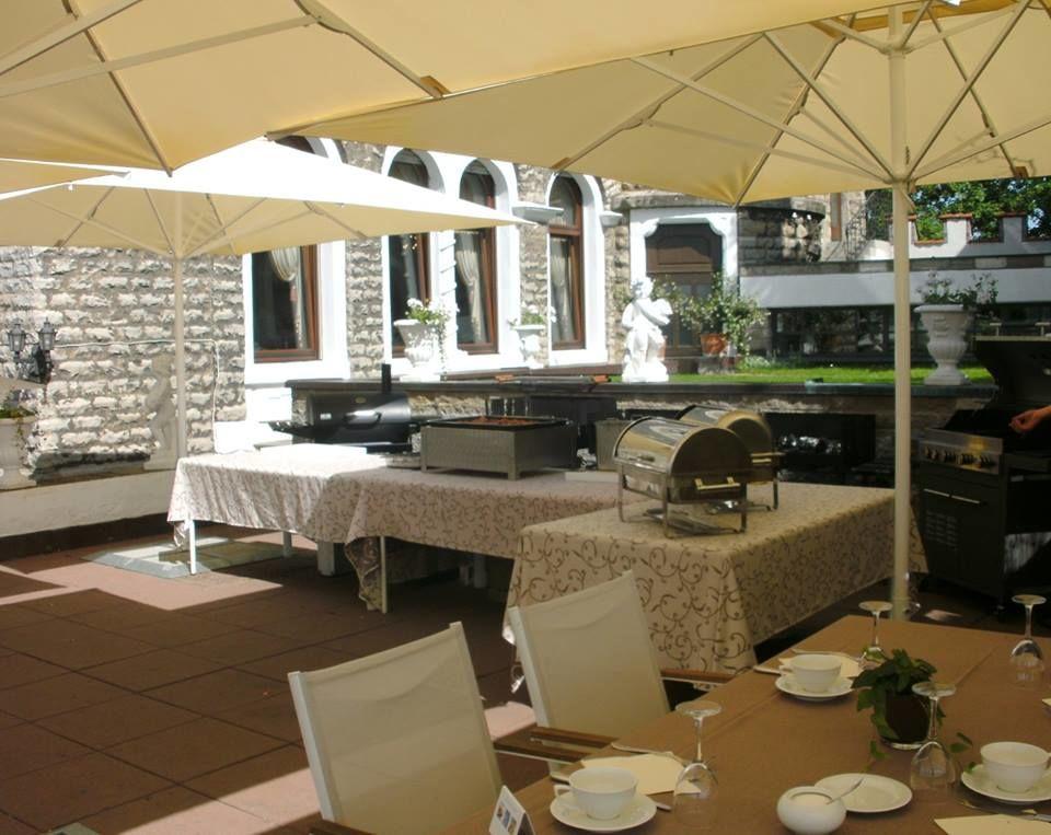 Beispiel: Terrasse, Foto: Schlosshotel Steinburg.