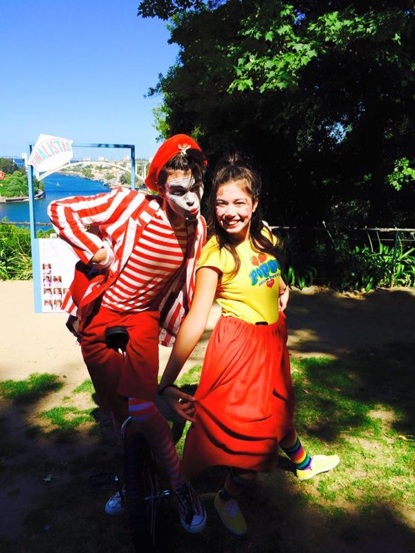 Mr.Milk - Espetáculos e Eventos  Mimo + Boneca para crianças