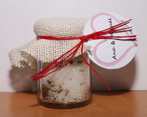 Sales de Baño Aromaterapia en frasco de 100grs con cofia de tela rústica blanca y con etiquetas personalizadas