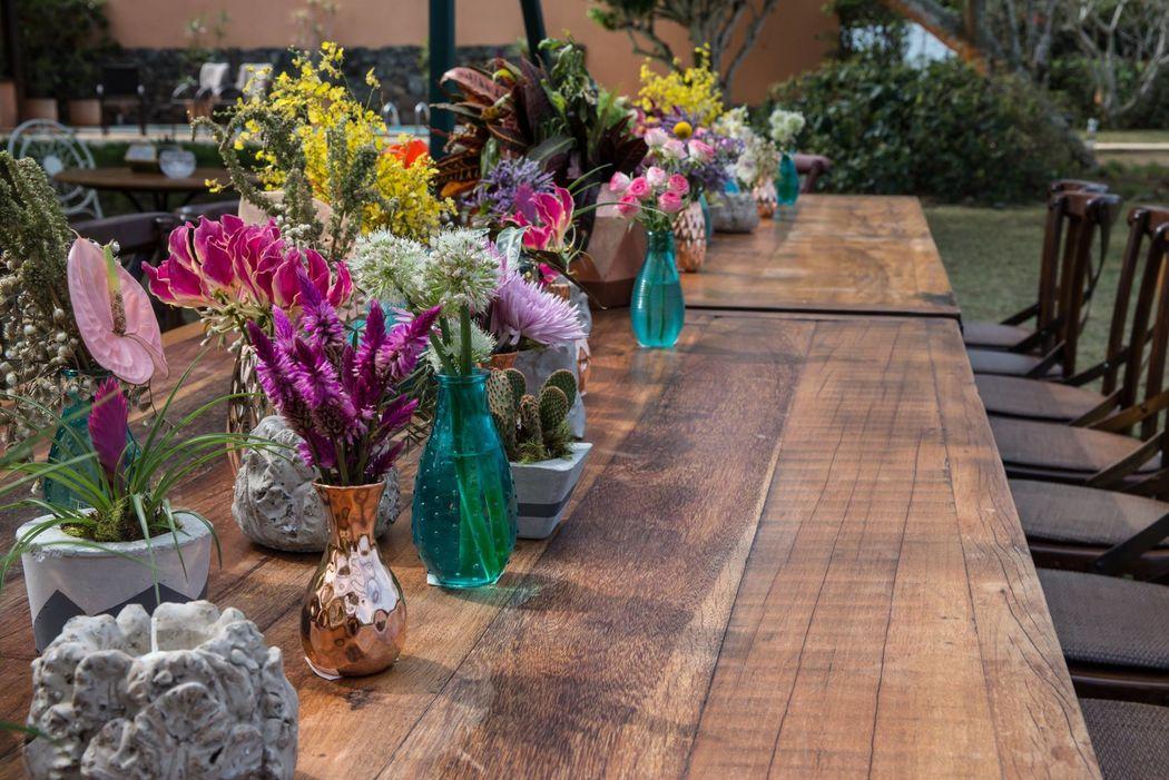 Casamento na praia: uma super mesa comunitária no jardim