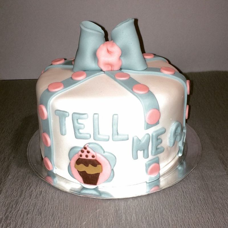 Tell me a Story - Cake Design