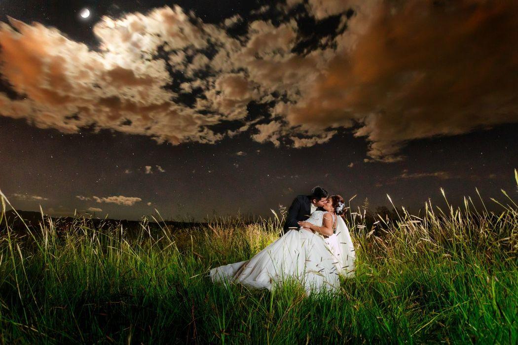 Fotografía de Bodas, Trash The Dress a la luz de la Luna y las estrellas en el Campo, Alex mendoza, Chihuahua