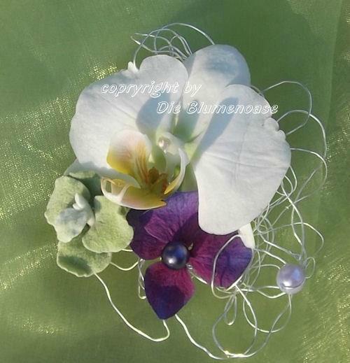Beispiel: Blumenanstecker, Foto: Die Blumenoase.