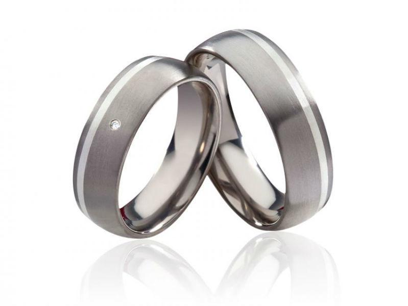 Beispiel: Titanringe Verlobung, Foto: Costina.