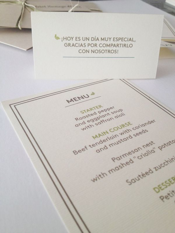 Diseño de tarjetas y menú para las mesas