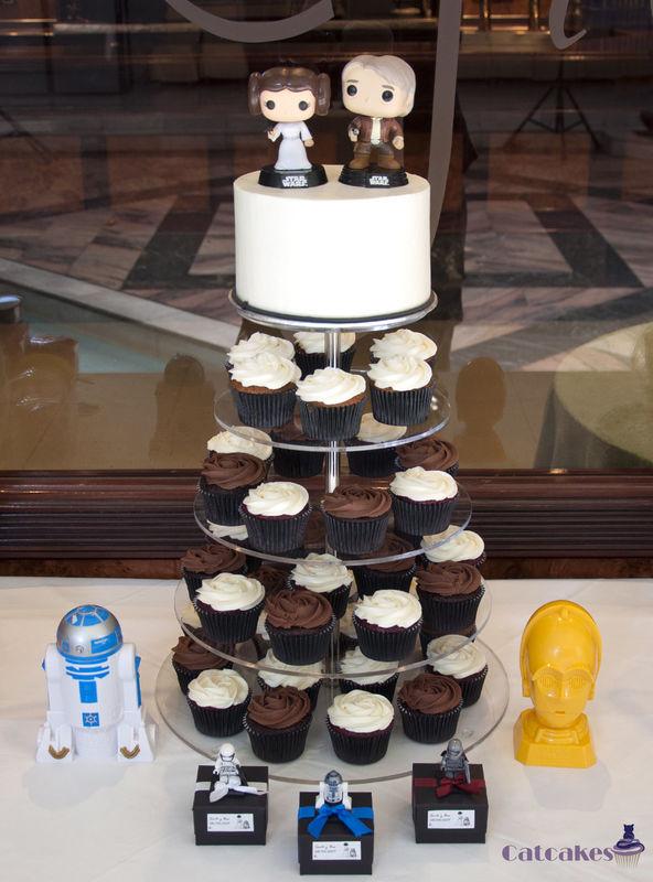 layer cake con cupcakes