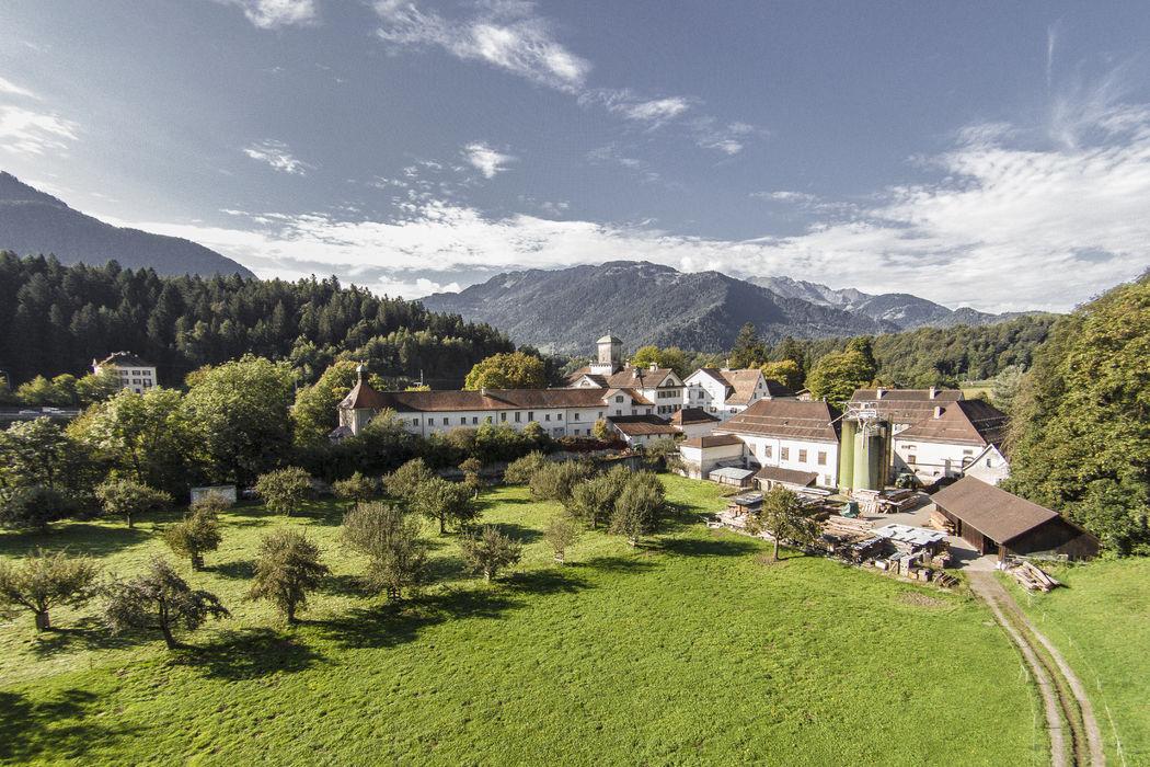 Schloss Reichenau mit wunderbarer Grünanlage