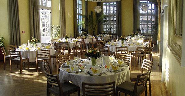 Beispiel: Hochzeitsgedecke, Foto: Café -Restaurant Orangerie.