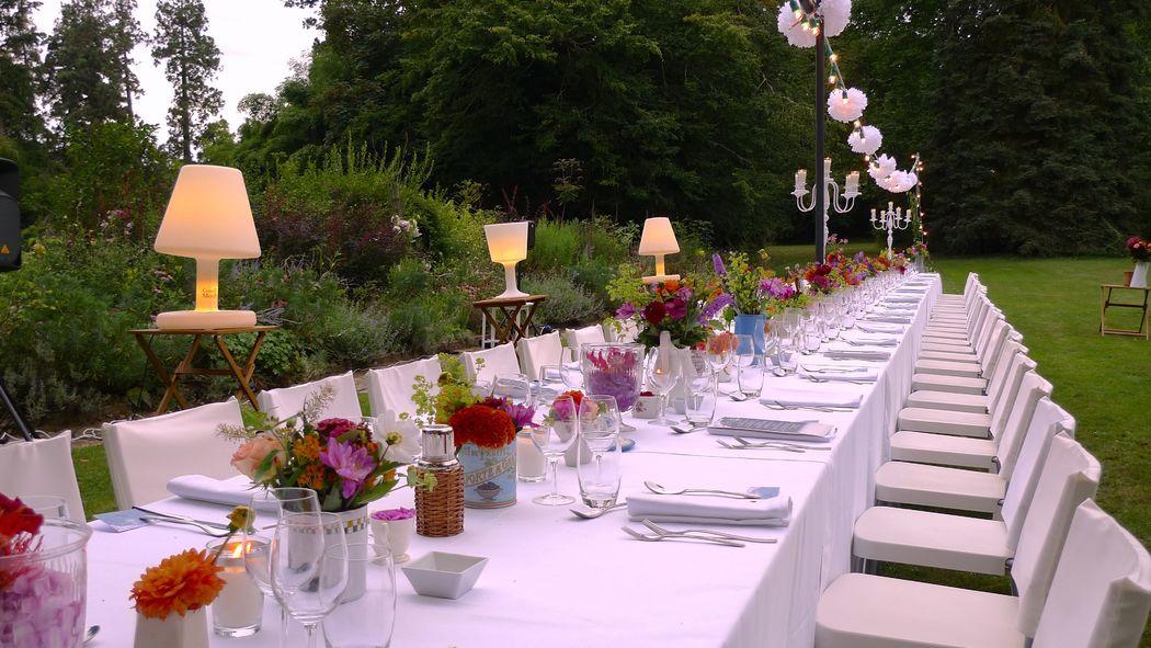 GoodMoon - 1 seule Grande Table pour 120 personnes en extérieur