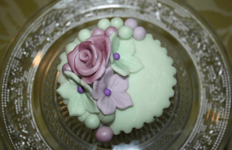 Beispiel: Lila/ Pastelgrün-Vintagecupcake, Foto: Lealu Sweets.