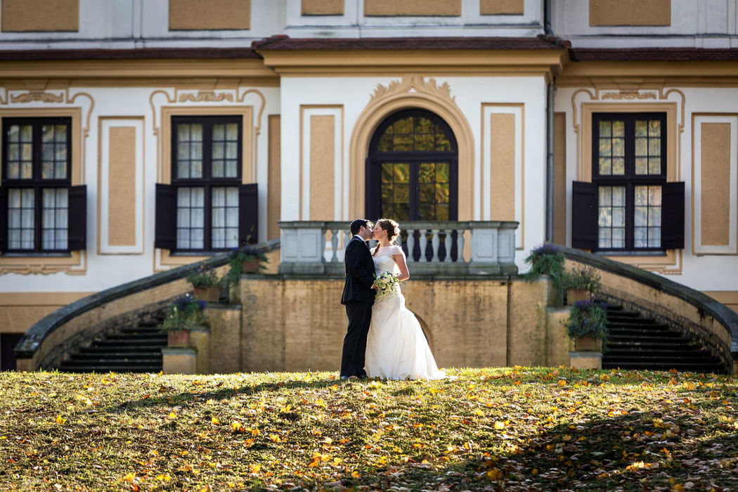 Brautpaarshooting Schloss Caputh, Iris Woldt Hochzeitsfotograf, Brautpaarbilder Schloss Caputh, Hochzeitsreportage Schloss Caputh