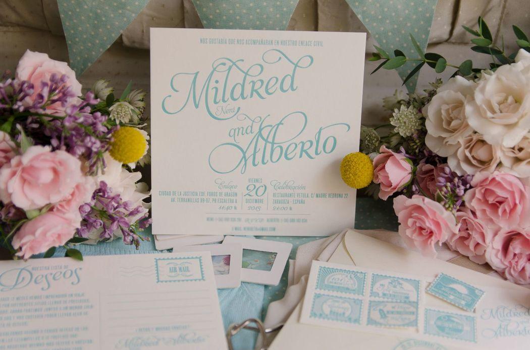 Invitación de boda civil y lista de boda en forma de postal. Todo impreso en letterpress (Impresión con bajorelieve).