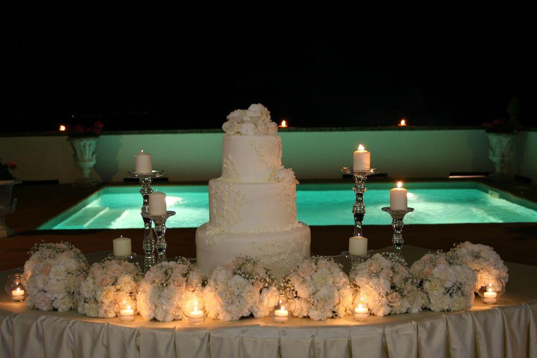 torta nuziale in terrazzo