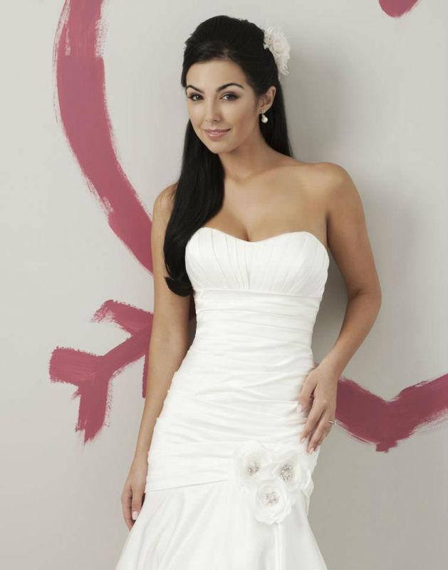 Beispiel: Junge Brautmode, Foto: La Diva Brautmoden.