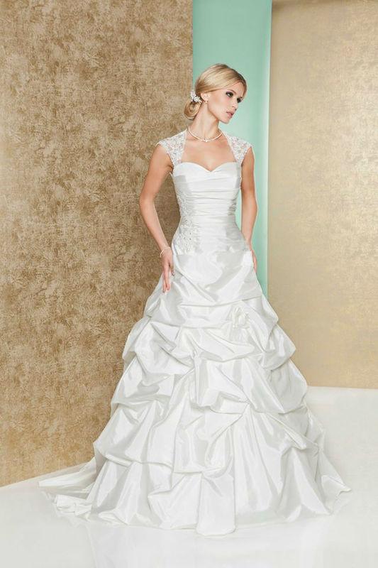 Beispiel: Traumhafte Hochzeitskleider, Foto: Weise Brautmode.