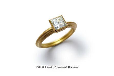 Beispiel: Goldener Verlobungsring mit Diamant, Foto: Panzerknacker Goldschmiede.