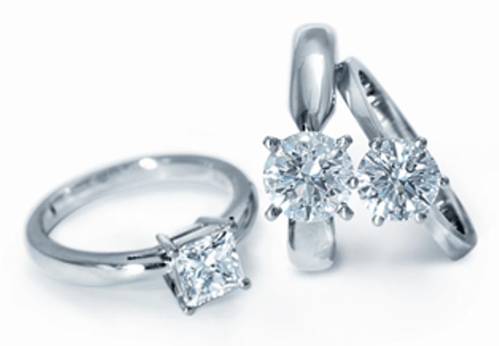 Beispiel: Verlobungsringe, Foto: Kurz.