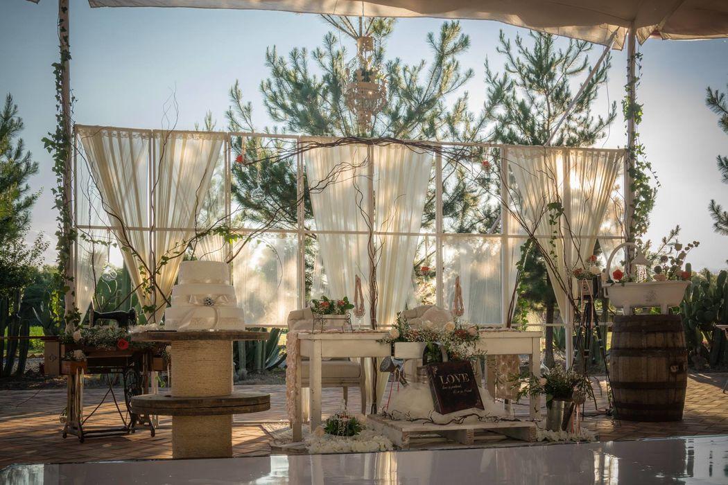 Mesa de novios adaptada al estilo de tu boda