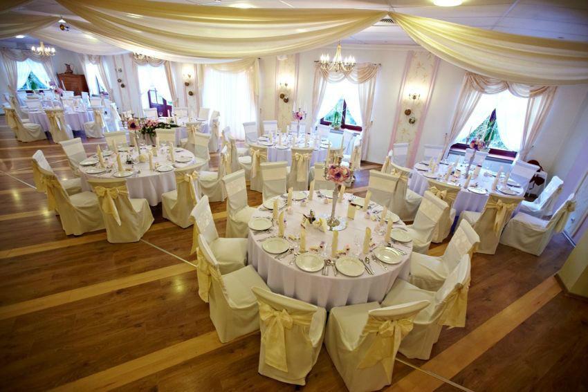 Pięknie ubrany stół weselny