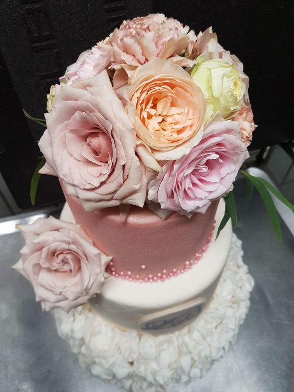 Cake-Topping passend zum Hochzeitskonzept - Blushed Pastells