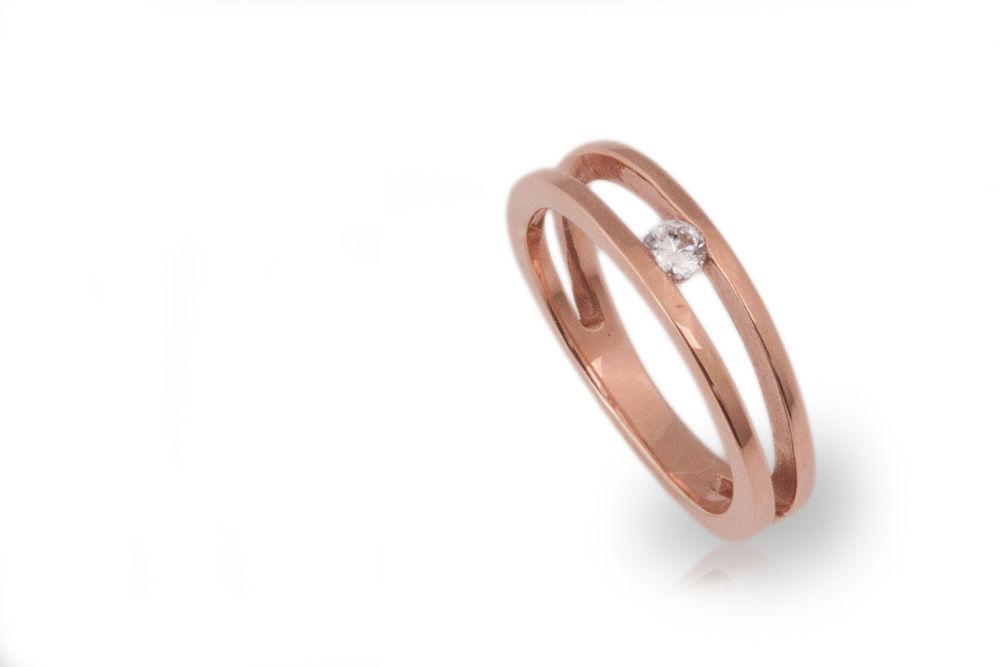 Solitario en oro rosado con diamante de .10ct