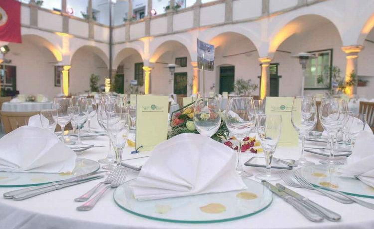 Beispiel: Hochzeitsgedeck, Foto: Seeschloss Ort.