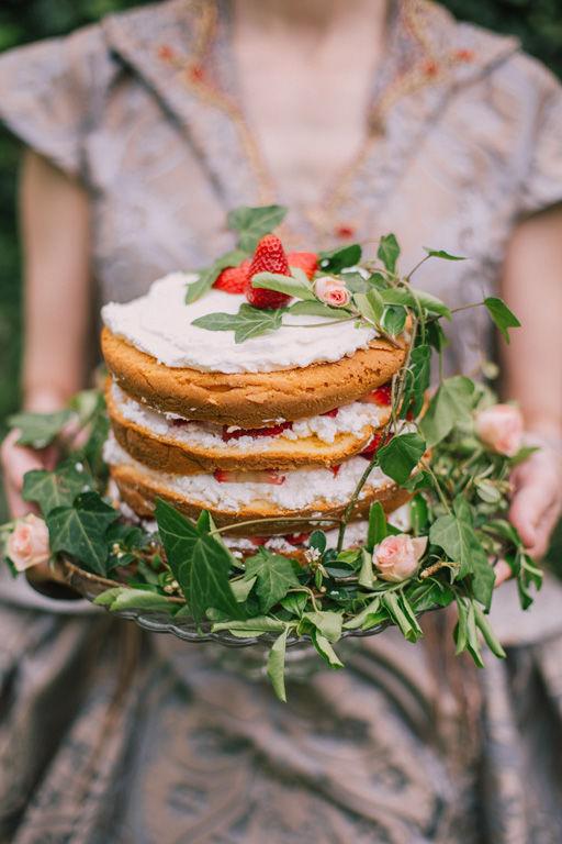 Beispiel: Beratung Tortenauswahl Foto: wedding AGENCY