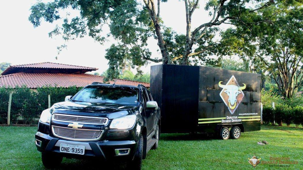 Buffet e Churrascaria móvel Comitiva Brasão Dourado