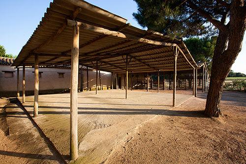 ¿quieres una boda en un antiguo establo? transforma estos lugares en un escenario de una boda de cuento