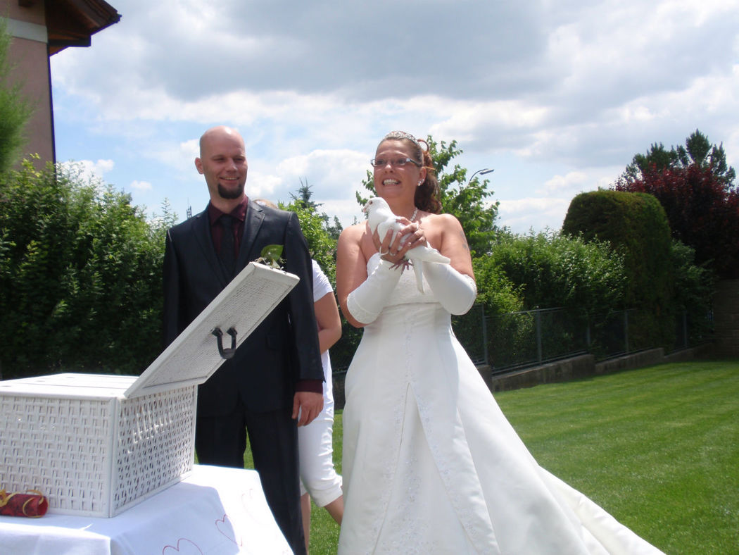 Beispiel: Braut mit Taube, Foto: Weisse Tauben.