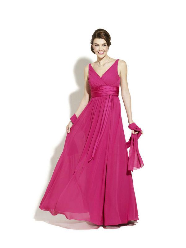 Beispiel: Wunderschöne Kleider, Foto: Magy's Brautmode.