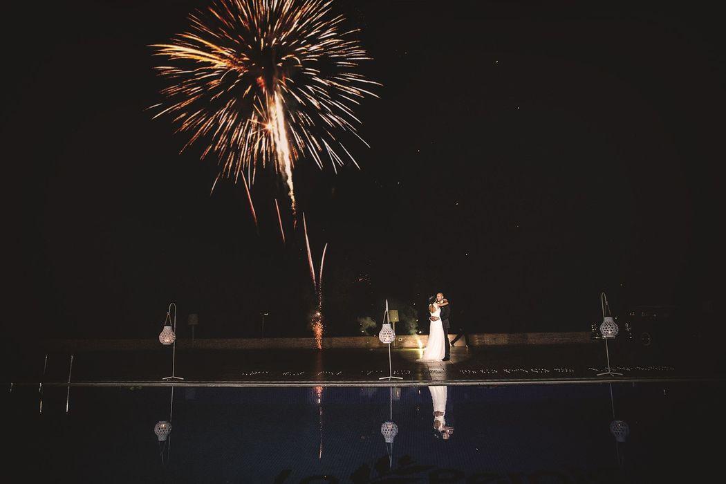 Baile nupcial con fuegos artificiales en La Peraleda (Chillón)