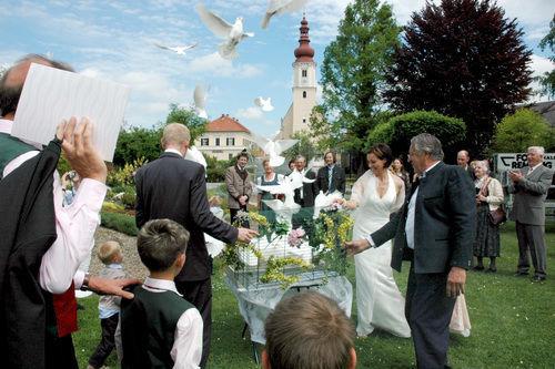 Beispiel: Lassen Sie die Tauben fliegen, Foto: Hochzeitstauben.