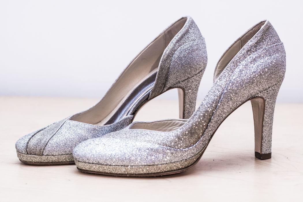 Décolleté in glitter argento con fascia in glitter oro, plateau esterno 1,5 cm