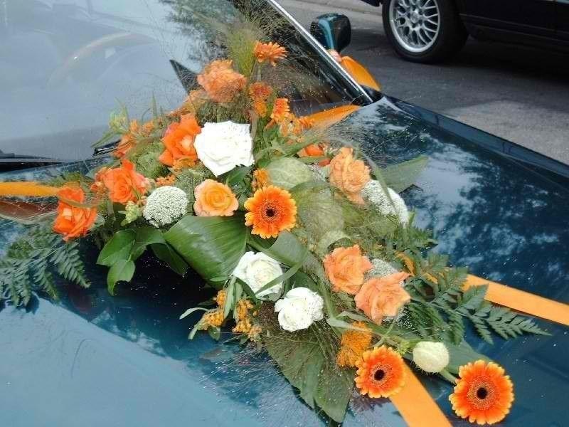 Beispiel: Blumen fürs das Brautauto, Foto: Moni's Blumenladen.