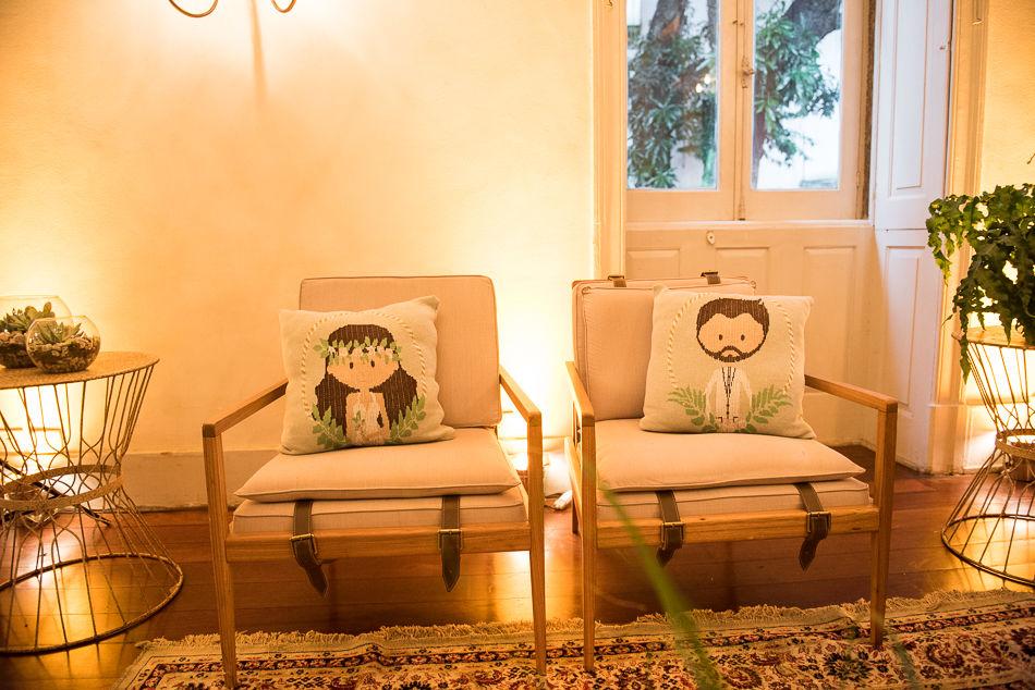 Almofadas personalizadas com a ilustração que criamos dos noivinhos