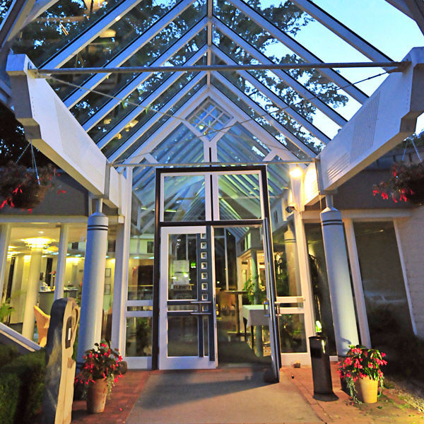 Beispiel: Eingang, Foto: AKZENT Hotel Saller See.