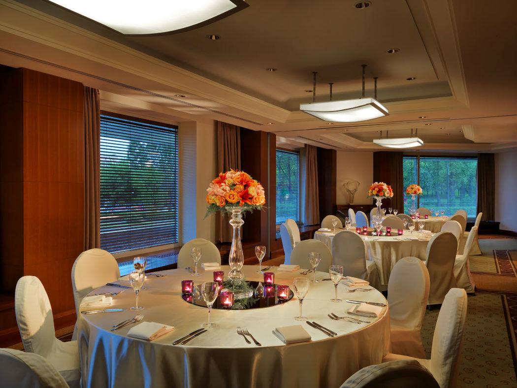 Hyatt Regency Warsaw dysponuje innymi mniejszymi salami idealnymi do organizacji kameralnych przyjęć weselnych w gronie najbliższej rodziny.