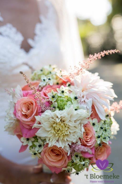 Romantische kleuren in een romantisch bruidsboeket