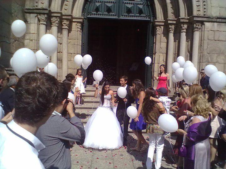 Largada de balões à saída da igreja ou à chegada à quinta