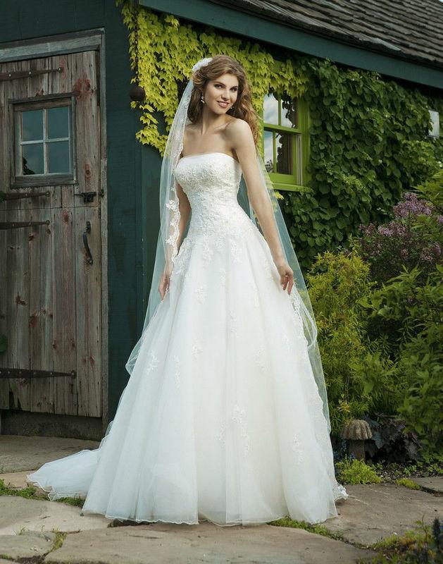 Beispiel: Stilvolles Brautkleid, Foto: Da Vinci.