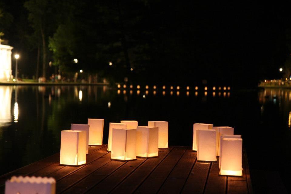 Decora espacios con las water lanterns, le darán un toque cálido