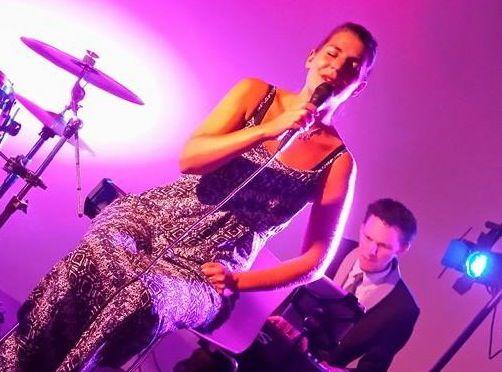 Carrousel - zangeres Kinga Ban